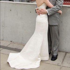 Vera Wang Pleated Ivory Wedding Dress